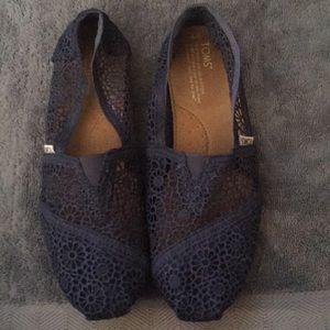 Navy blue lace toms size 9
